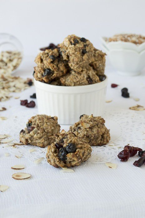 Cranberry Blueberry & Toasted Coconut Granola Balls - no oil or sugar! | thefirstyearblog.com