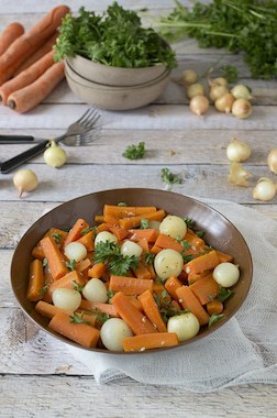 Carrot-Salad-with-Pearl-Onions-and-Parsley-2