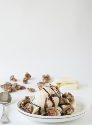 Salted Caramel Sundae with Bananas and Pecan Praline | thefirstyearblog.com
