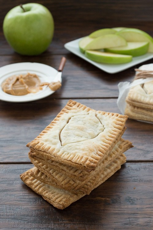 Healthy homemade pop tarts with only 6 ingredients. These are too cute for fall!