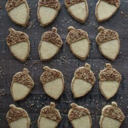 Maple flavored sugar cookies - these acorn cookies are SO adorable!