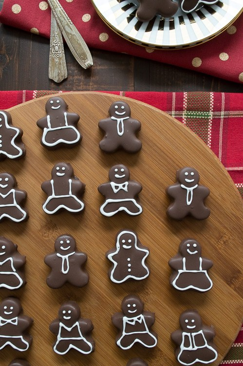 Oreo balls that look like gingerbread men!! I love that you can decorate them however you want! Perfect for Christmas!