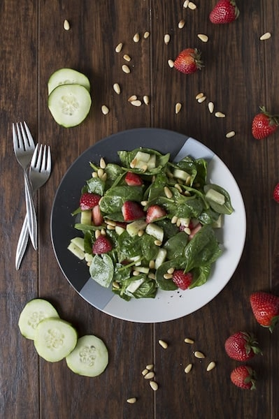 Spinach-Salad-with-Strawberries-and-Pine-Nuts-2B