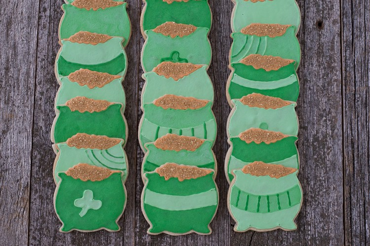 Pot o' Gold Cookies - make your own pot o' gold for St. Patrick's Day!