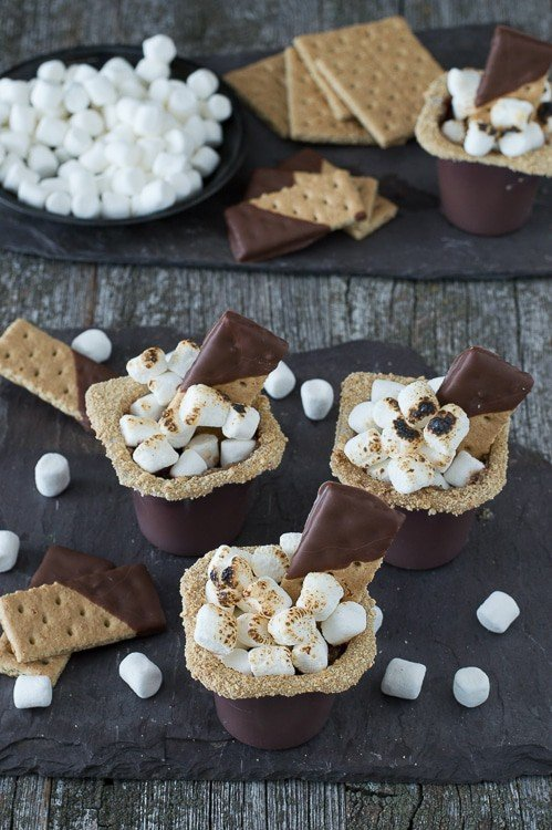 S'mores Pudding Cups - indoor s'mores pudding cups complete with toasty marshmallows!