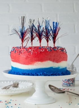 4th of July Ombre Cake - this red, white, and blue ombre cake is perfect for the 4th of July!