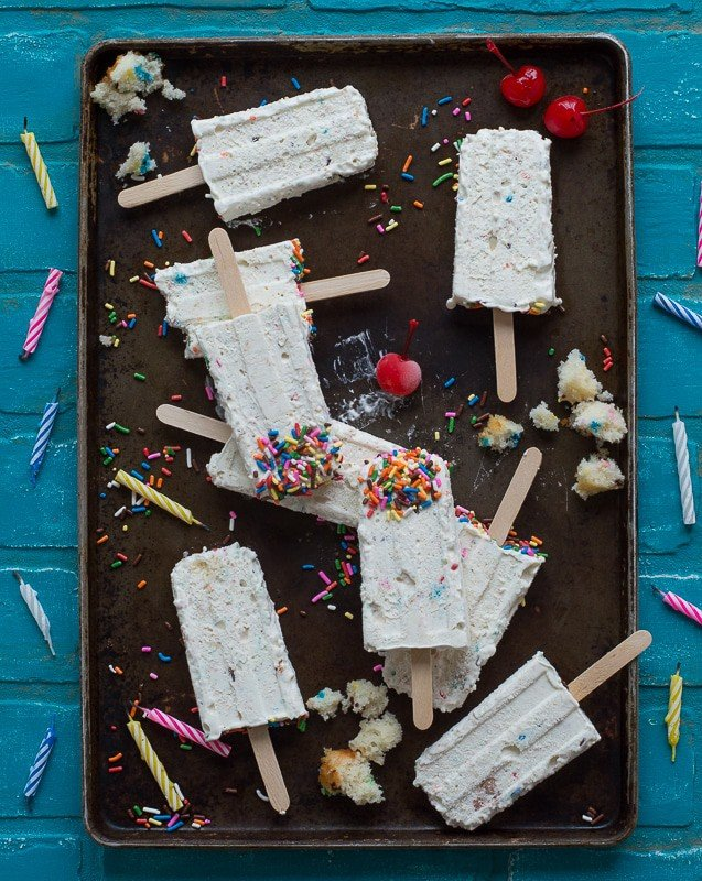 Funfetti Cheesecake Popsicle - homemade cheesecake ice cream loaded with funfetti cake pieces!