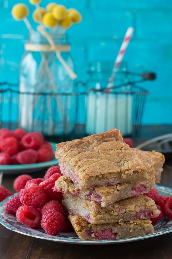 Raspberry Blondies - chewy blondies with fresh raspberries in the batter!