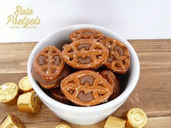 Game Day Rolo Pretzel in a Serving Bowl | Simply Designing