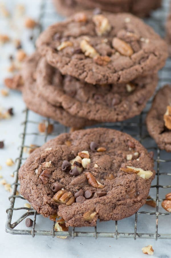 Insanely delicious turtle cookies with a chocolate batter loaded with pecans, chocolate chips and caramel bits! They bake perfectly with a crunchy outside and chewy inside!
