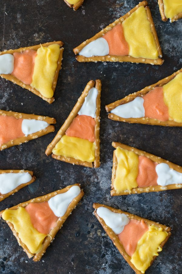 Super easy to make candy corn pretzels! This is a fun halloween treat that kids could make using pretzels and colored candy melts.