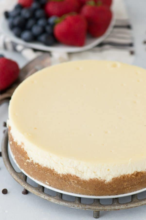 whole classic plain cheesecake with no toppings