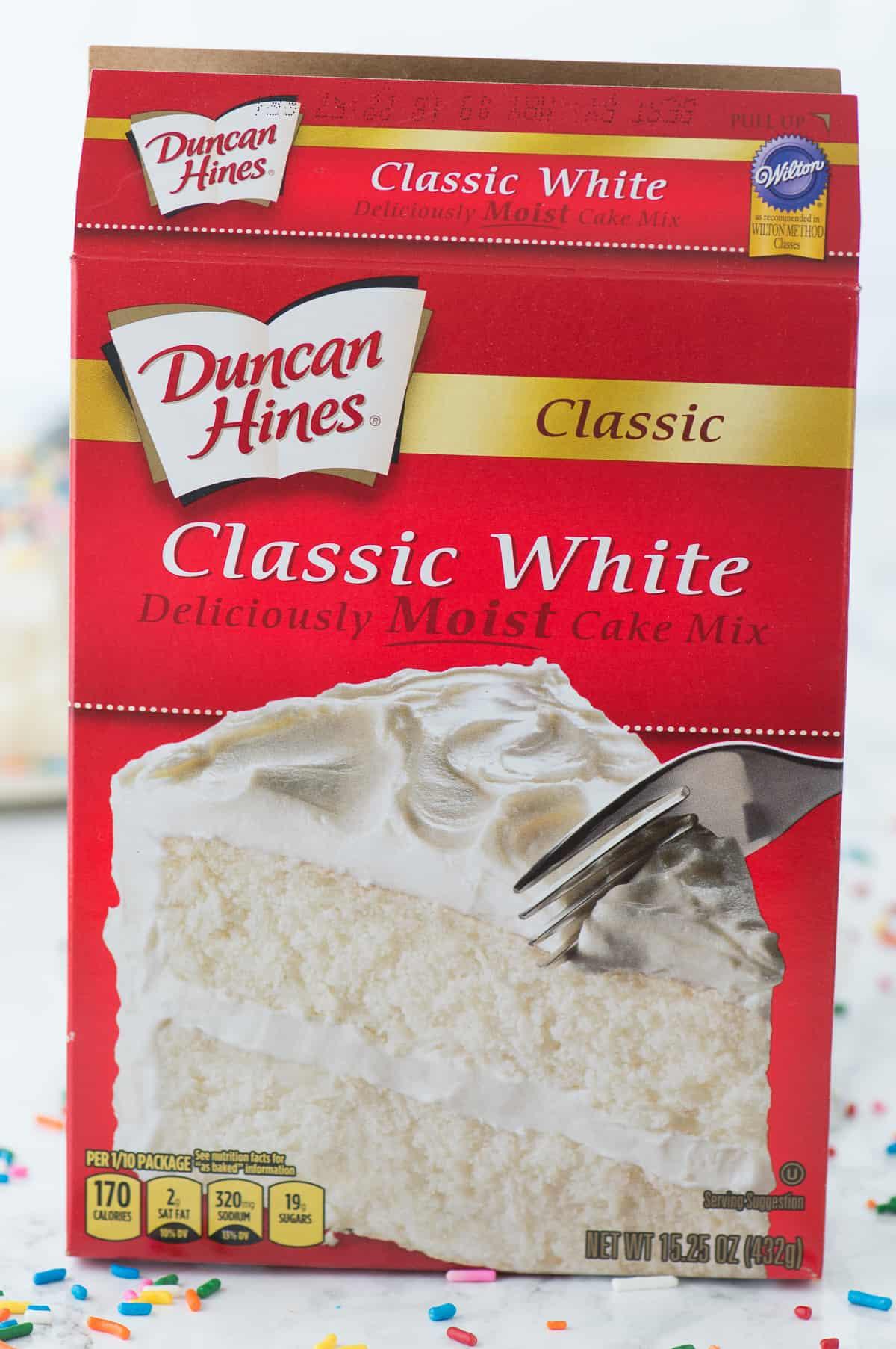 box of duncan hines classic white cake mix