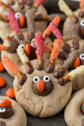Thanksgiving turkey blossom cookies - an adorable peanut butter blossom cookie for Thanksgiving!