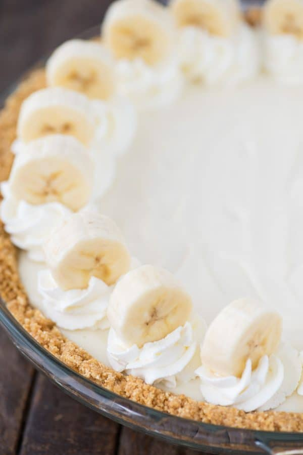 whole banana breeze pie in clear pie pan