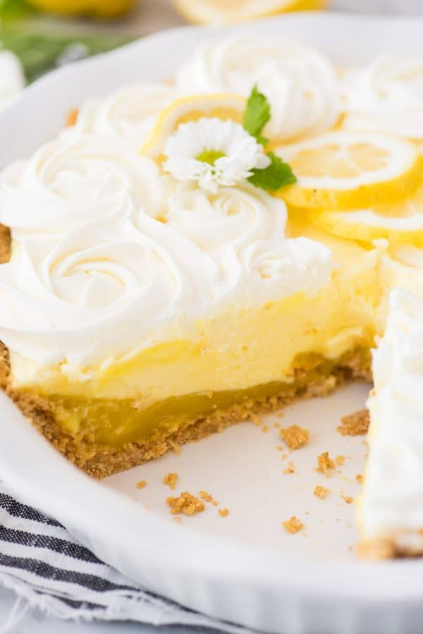 lemon pudding pie, jello lemon pudding pie, easy lemon pudding pie, easy lemon pie, no bake lemon pie, lemon meringue pie, lemon pudding pie with graham cracker crust, no bake dessert, no bake pie,